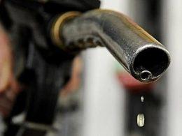 油价今晚上调 加满一箱油将多花7元钱