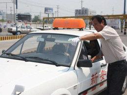 驾考8次没过 是考试难还是不适合开车?